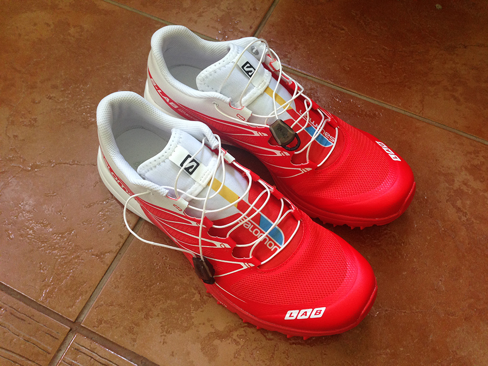 Využil jsem tedy slevy 25% v rámci letošního Salomon Trail Running Cupu a  vyrazil jsem do brněnské prodejny Salomon v Olympii koupit tyhle závodní  šlupky. c997a1343c